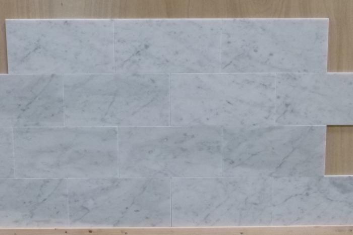Travertin Vloer Badkamer : Badkamer marmer vloer wand bianca carrara tegelhandelaren