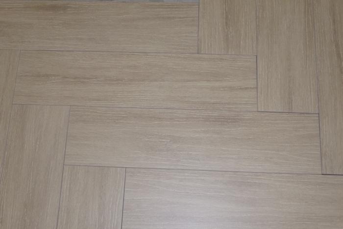 Visgraat super modern in keramisch parket en wit marmer