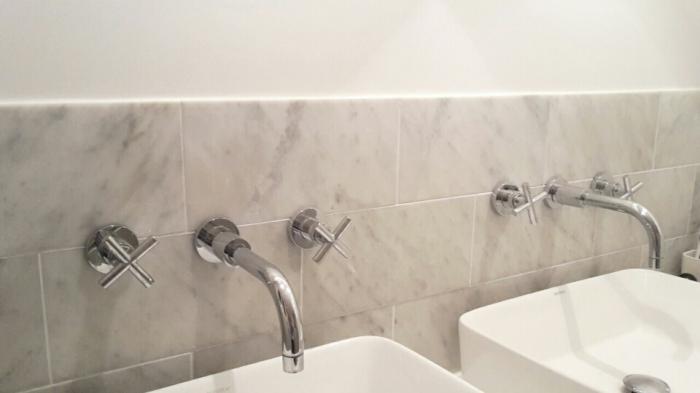 Badkamer marmer bianco carrara vloer en wand steengoedzo